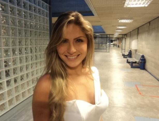 Renata posa para foto após ser eliminada do