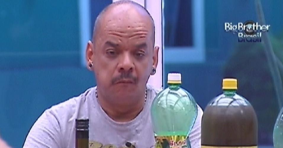 João Carvalho diz que gostou do feijão que preparou nesta quinta-feira (8/3/12)
