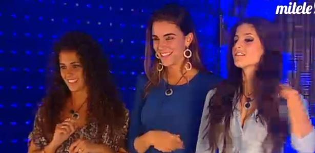 Laisa (centro) aguarda para entrar no Gran Hermano ao lado de Noemi (esq.) e Maria (dir) (8/3/12)