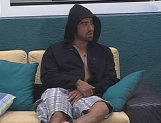 Se for anjo, Yuri promete imunizar João Carvalho (9/3/12)