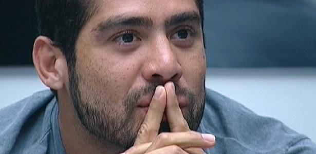 "Yuri fica surpreso ao ver imagens de Laisa no ""Gran Hermano"" espanhol (9/3/12)"