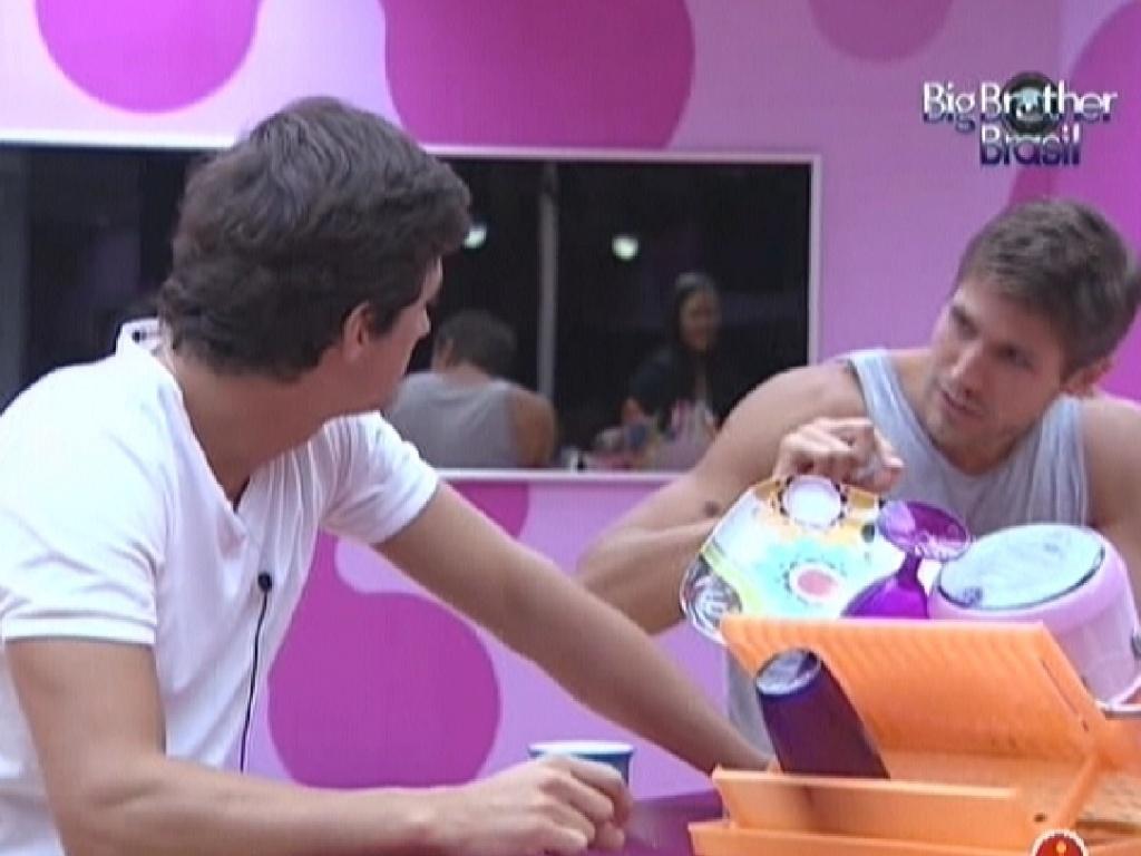 Fael e Jonas conversam na cozinha (10/3/12)