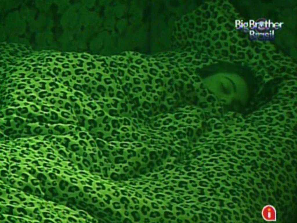 Monique dorme no quarto Floresta (10/3/12)