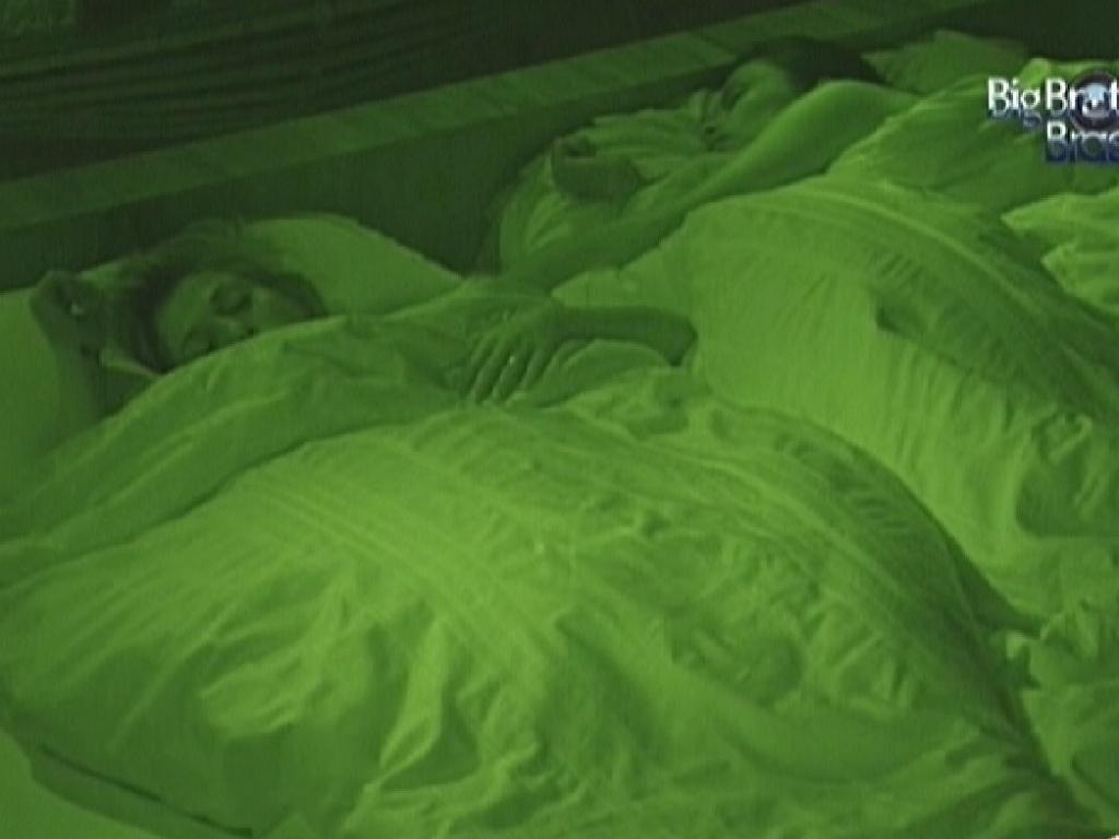 Kelly e Fabiana dormem no quarto do líder (12/3/12)