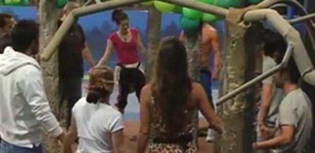 Laisa participa de ritual pelas árvores durante semana brasileira no