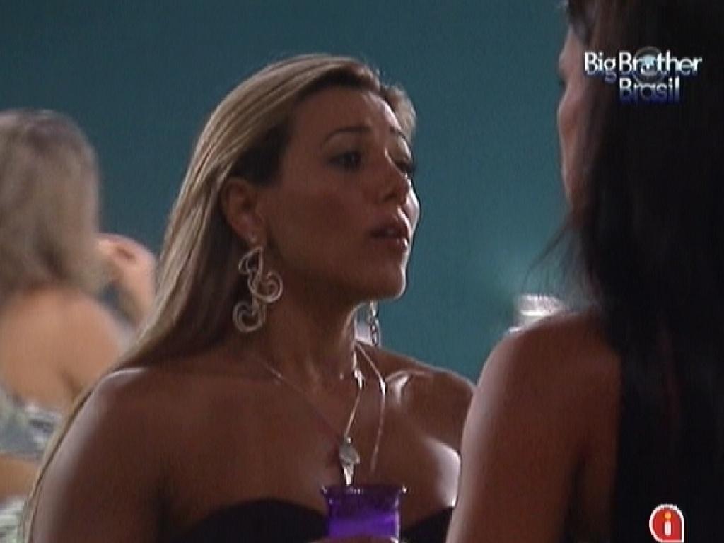 Fabiana se desculpa com Kelly depois do jogo da verdade desta segunda-feira (12/3/12)