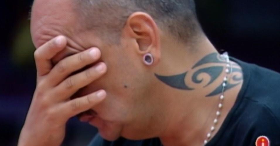 João Carvalho fica reflexivo após vitória em seu terceiro paredão no