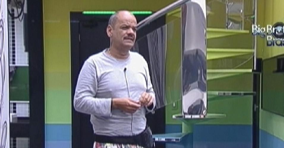 João Carvalho conversa com Kelly na sala (16/3/12)