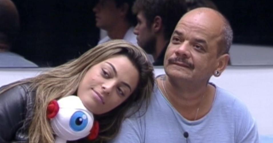 Monique e João Carvalho se enfrentam no paredão (16/3/12)