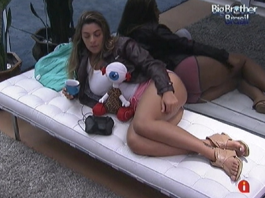 Monique reclama de tdio na casa (16/3/12)
