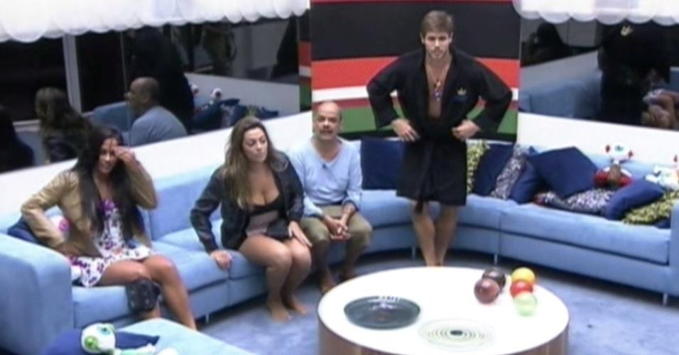 Monique e João Carvalho se enfrentam na décima berlinda do programa (16/3/12)