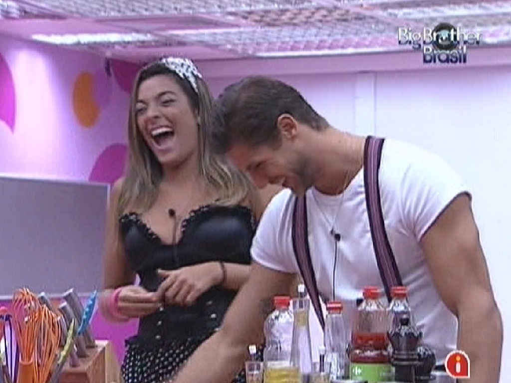 Monique e Jonas se divertem falando sobre posies sexuais com Noem (17/3/12)