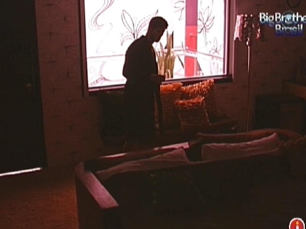 Após briga com Monique, Jonas vai para o quarto do líder dormir sozinho (17/3/12)