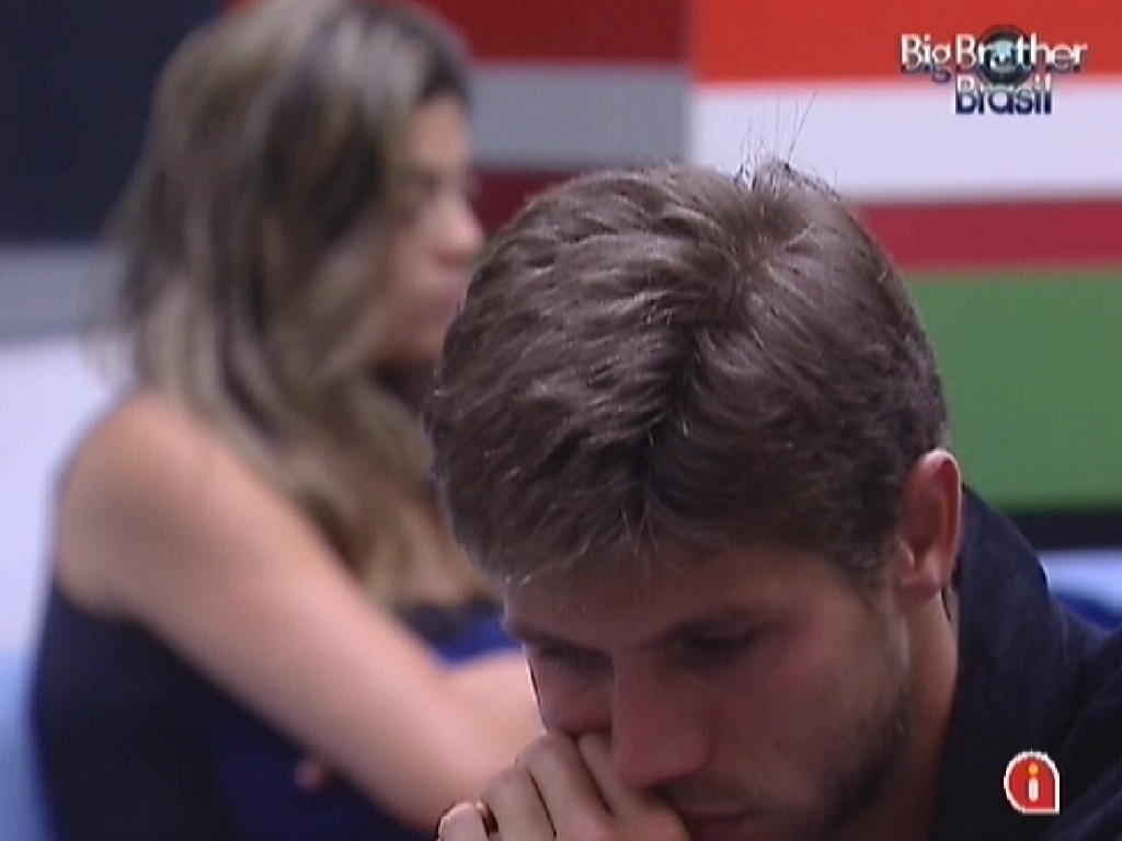 Monique e Jonas no conversam ao acordar (18/3/12)