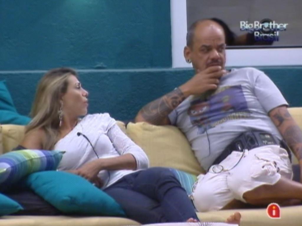 Durante conversa com Fabiana, João Carvalho especula sobre a próxima prova do líder (19/3/12)