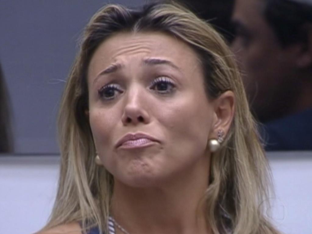 Fabiana chora ao ter que decidir entre mandar Kelly e Fael para o paredão (19/3/12)