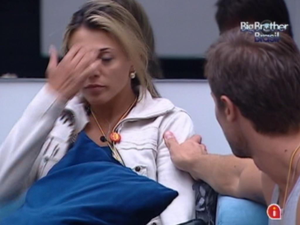 Jonas consola Fabiana após formação de paredão (19/3/12)
