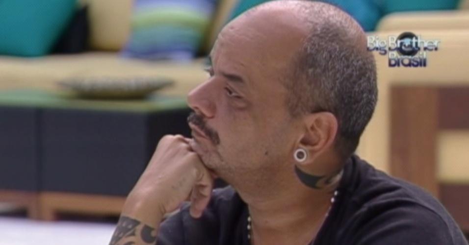 João Carvalho fala sobre o casamento de Mayara (20/3/12)