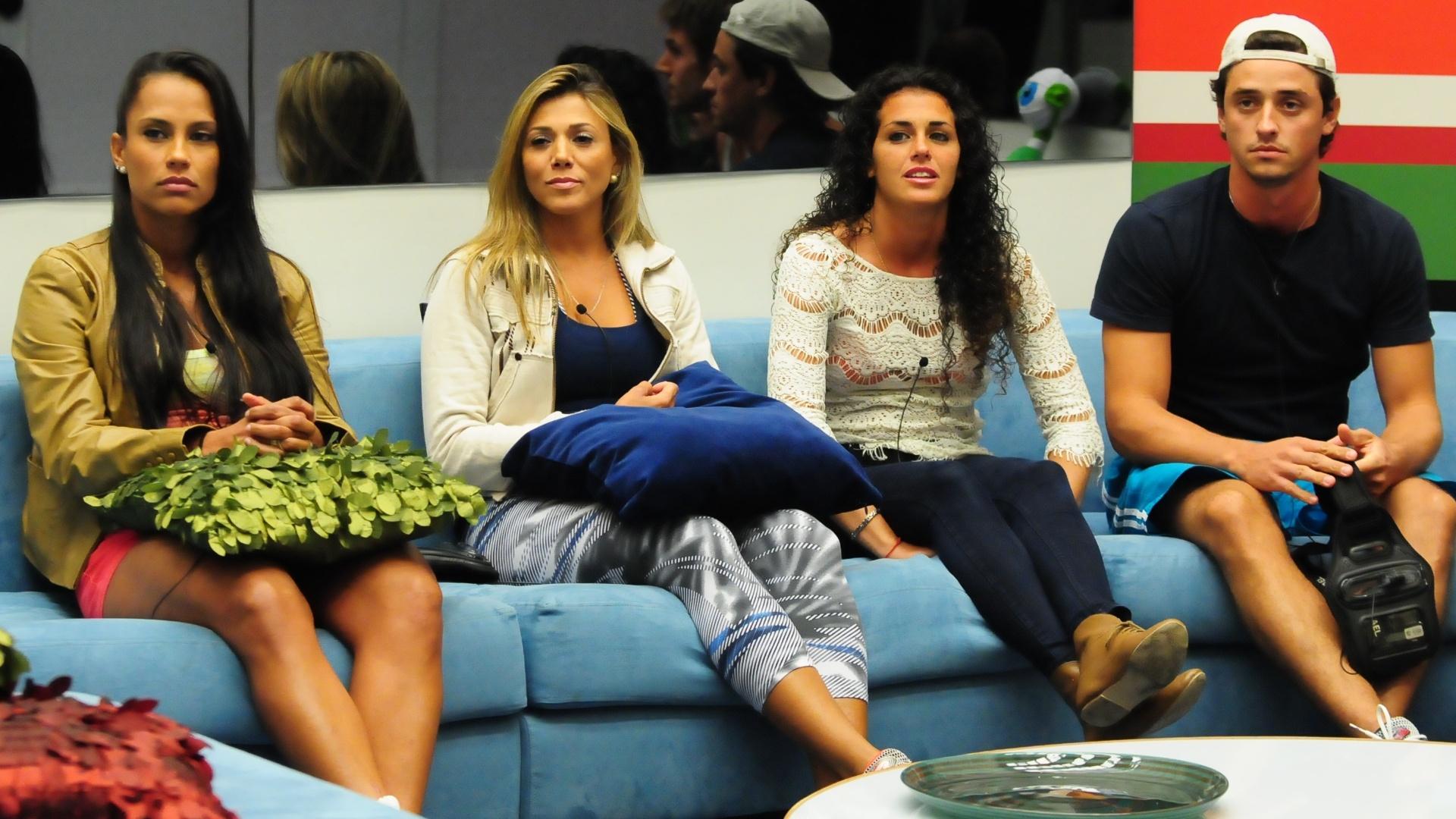 Kelly, Fabiana, Noemí e Fael durante a formação do paredão deste domingo (19/3/12)
