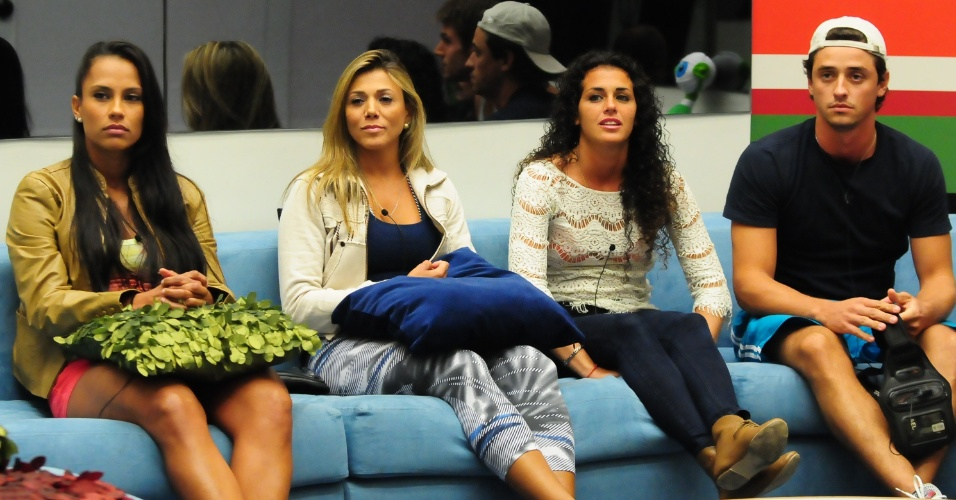 Kelly, Fabiana, Noem e Fael durante a formao do paredo deste domingo (19/3/12)