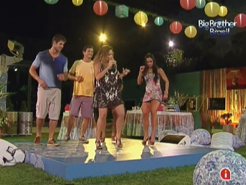 Daniela Mercury ensina passos de dança para os brothers (21/3/12)
