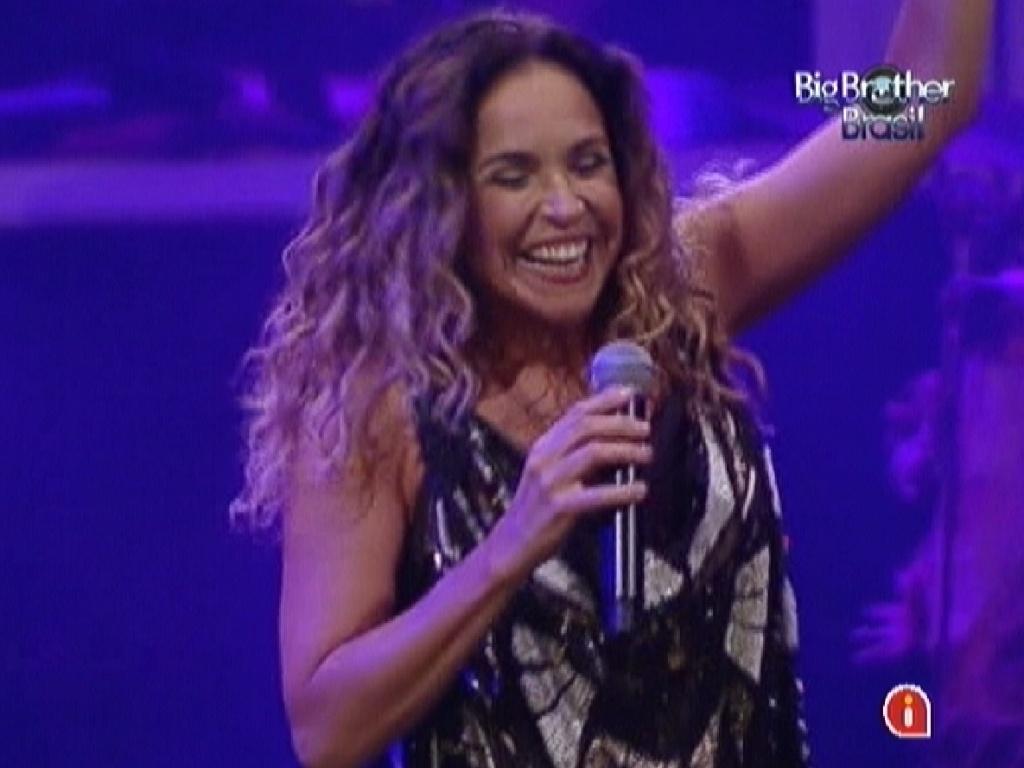 Daniela Mercury se apresenta na festa do