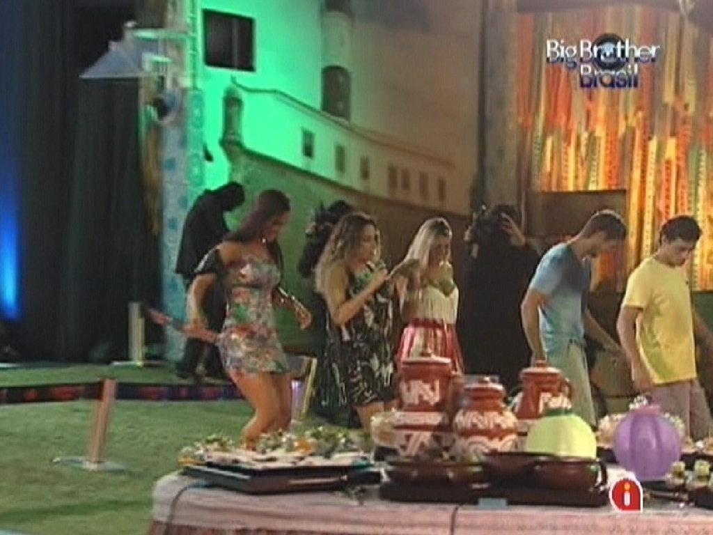 Daniela Mercury vai para a pista com o brothers (21/3/12)