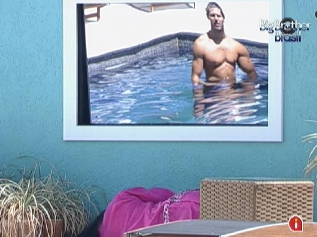 Da piscina, Jonas conversa com Kelly (22/3/12)