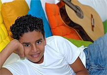 O ator-mirim Marcos Henrique interpreta Pinhão em Páginas da Vida