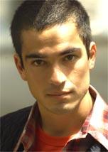 Alfonso Herrera, o Miguel, vai se entregar aos bra�os de Mia, papel de Anahi