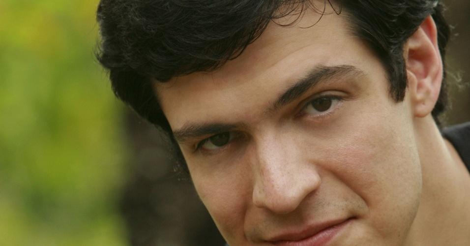 Mateus Solano, ator que interpreta os gêmeos Jorge e Miguel em
