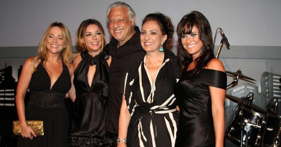Os atores Viviane Pasmanter, Regiane Alves, Antonio Fagundes, Eliane Giardini e Fernanda Vasconcellos na festa de