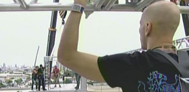 O ex-nadador Xuxa dá apoio para a dançarina (12/01/2010)