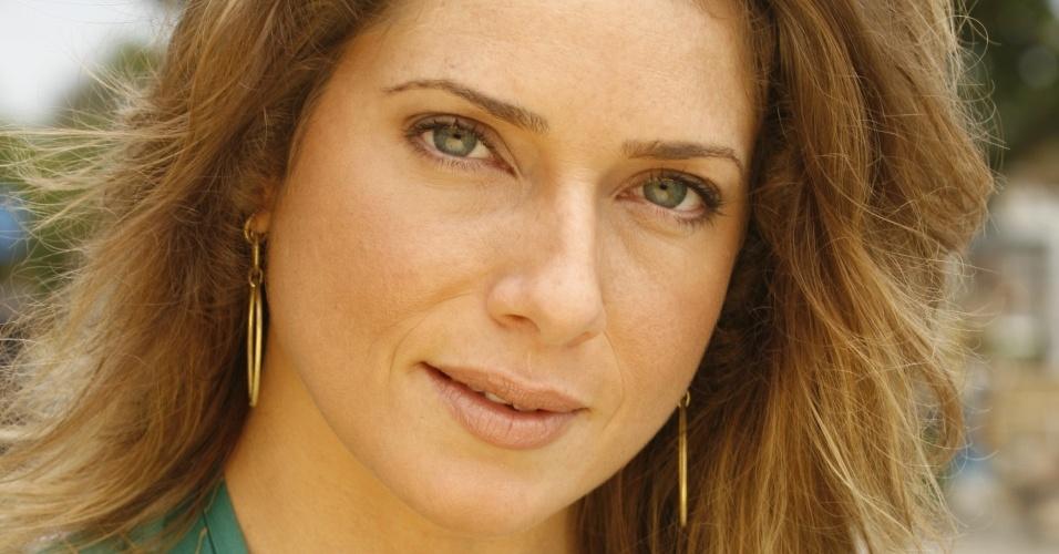 A atriz Letícia Spiller divulga a novela