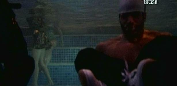 Cadu e Eliéser brincam com câmeras debaixo d'água (28/1/10)