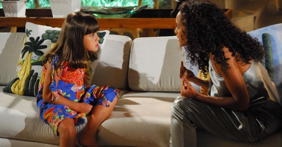 Rafaela (Klara Castanho) tira Helena (Taís Araújo) do sério em