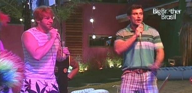 Michel e Eliéser cantam funk para Cacau e Maroca dançarem (13/2/10)