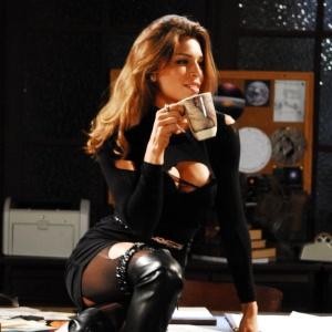 http://tv.i.uol.com.br/televisao/2010/02/19/grazi-massafera-como-deodora-em-tempos-modernos-2010-1266616967161_300x300.jpg