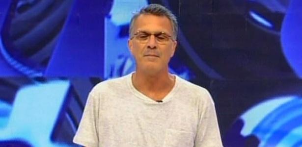 Pedro Bial dá início ao programa e diz que líder sairá ainda hoje (25/2/10)