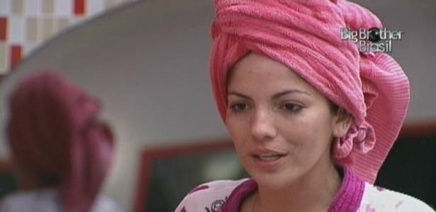Após tomar banho, Maroca conversa com Fernanda (7/3/10)