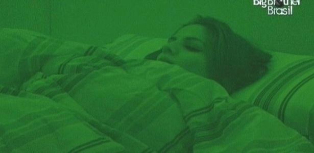 Maroca foi dormir no quarto da líder Fernanda (14/3/10)