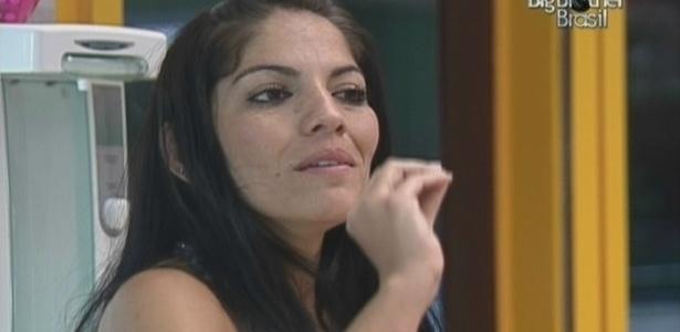 Anamara conta para Fernanda o assunto da noite em discussão com Lia (20/3/10)