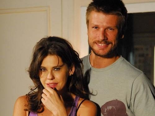 Bárbara Paz e Rodrigo Hilbert em uma cena de