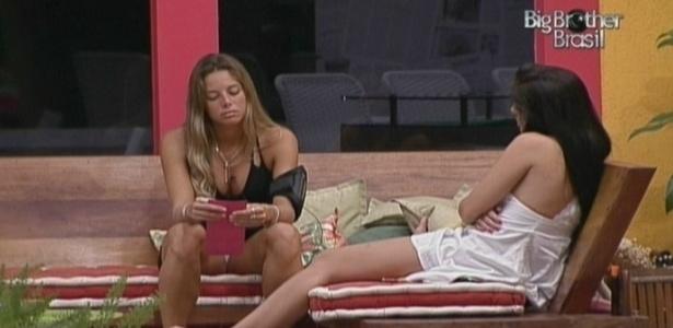 Fernanda e Maroca conversam na varanda (23/3/10)