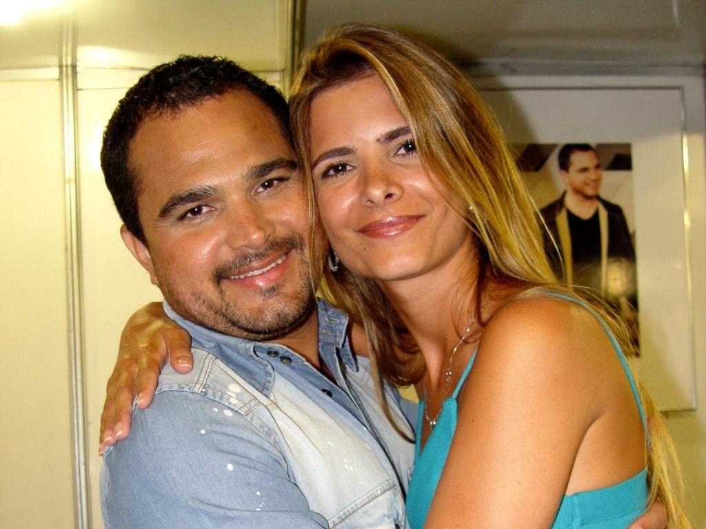 Luciano e Flávia no camarim de um show em Santos (2007)