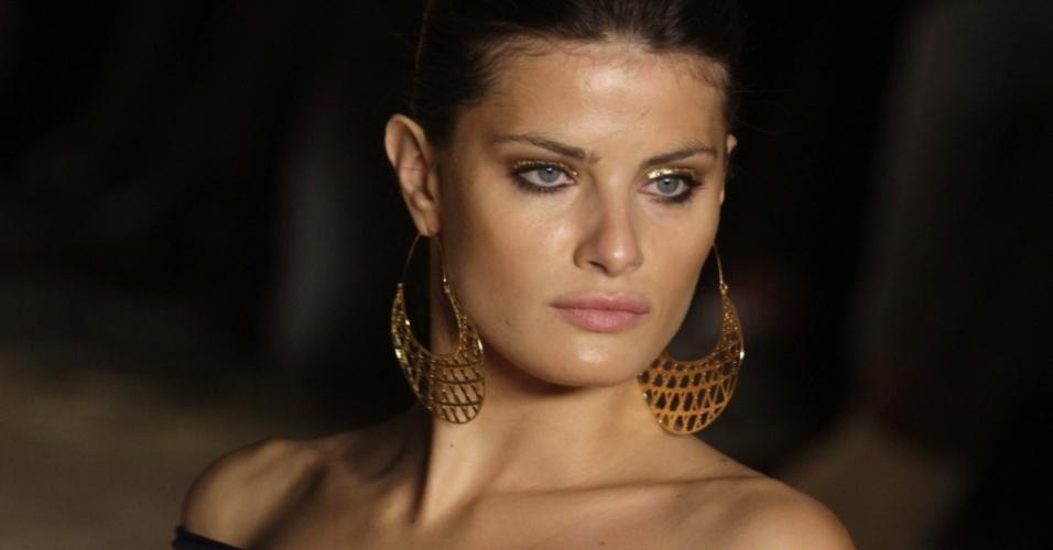 Isabeli Fontana, modelo, desfila no São Paulo Fashion Week Verão 2010, em junho de 2009