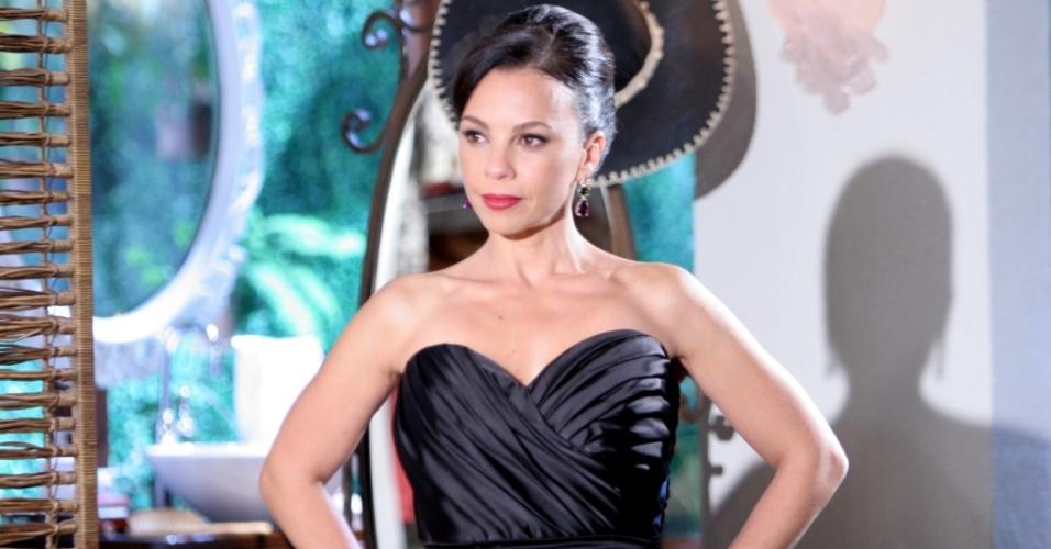 Carla Marins como a Serafina, de