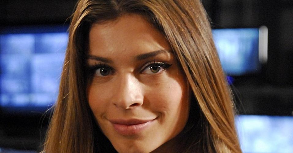 Grazi Massafera, atriz, como sua personagem Deodora em