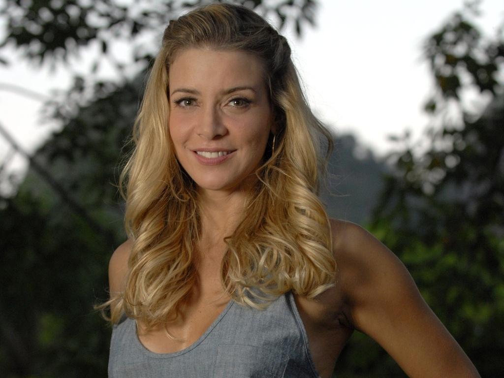 http://tv.i.uol.com.br/televisao/2010/05/12/christine-fernandes-atriz-em-entrevista-ao-canal-zap-maio2010-1273694125900_1024x768.jpg