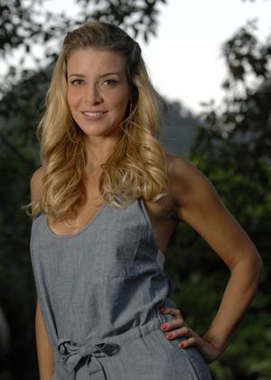 http://tv.i.uol.com.br/televisao/2010/05/12/christine-fernandes-atriz-em-entrevista-ao-canal-zap-maio2010-1273694125900_300x420.jpg